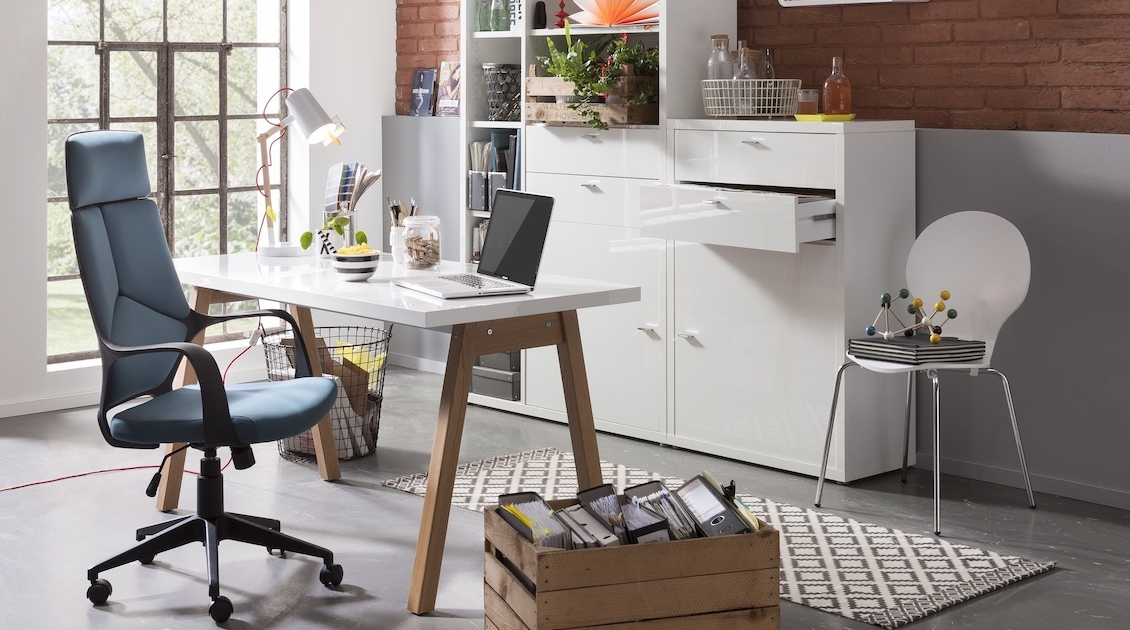 buero-arbeitszimmer-schreibtisch-regal-schrank-stauraum-stuhl