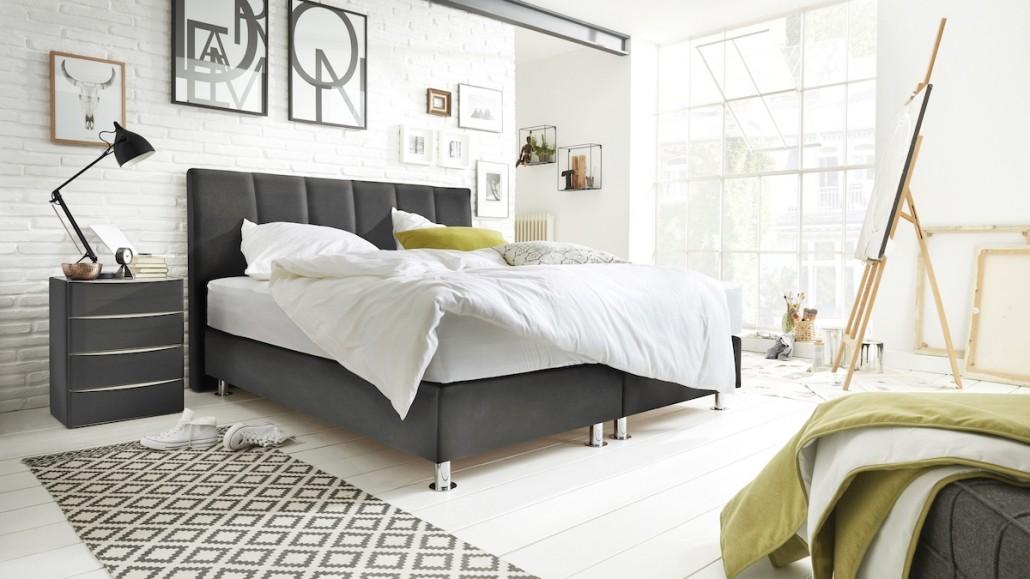 interliving-moebel-schlafzimmer-bett-nachttisch