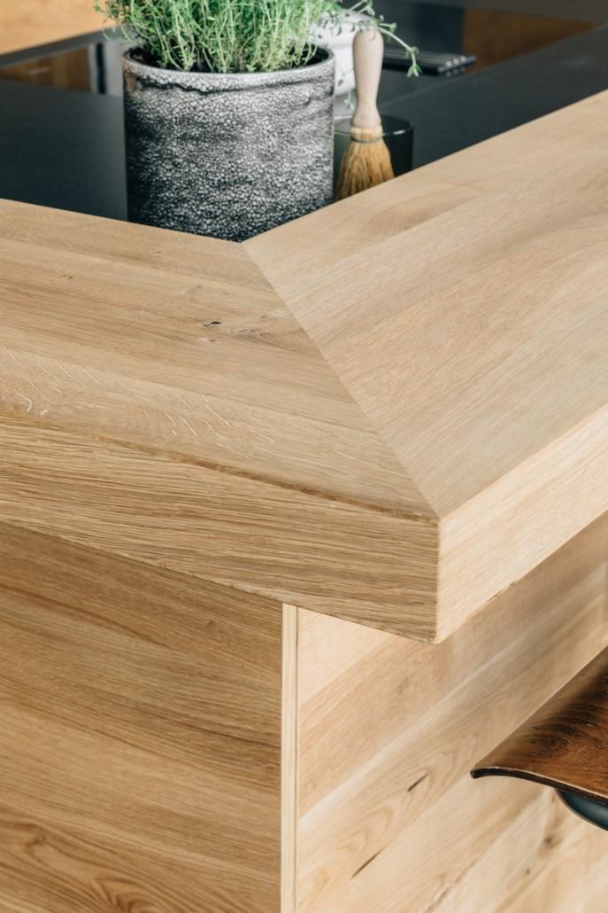 massivholz-kueche-detail-ecke-kochen