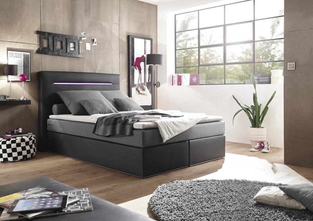 moderne-schlafzimmer-mit-boxspringbetten